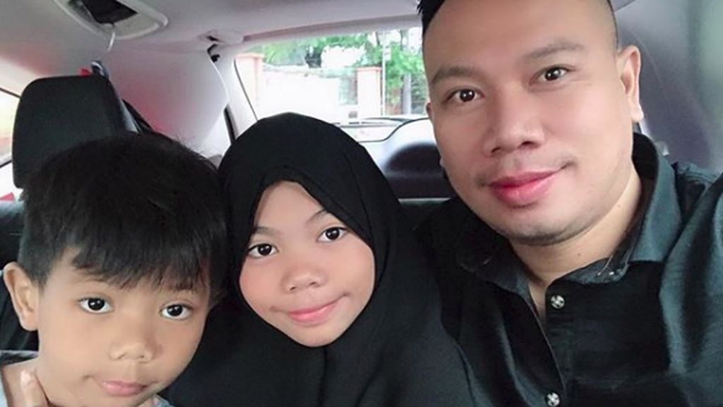Tak Ada Istri, Vicky Prasetyo Repot Urus Anak Saat Puasa