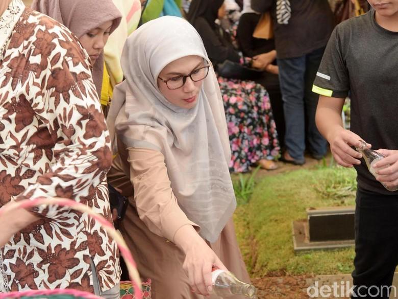 Marini Zumarnis Bersyukur Bisa Rawat Ibunda Sebelum Tutup Usia