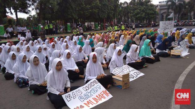Protes Puisi, Santri Sebut Fadli Zon Hewan Tak Berfikir