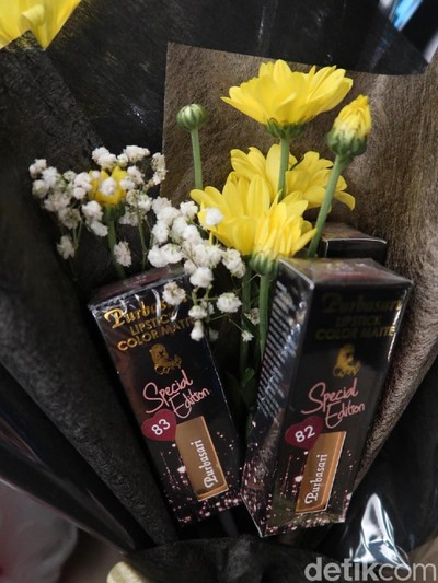 Lipstik Purbasari edisi terbatas untuk Valentine. Foto: Alissa Safiera/Wolipop