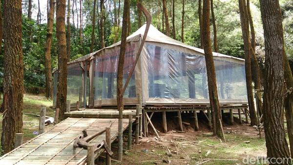 Karena tidak seperti tenda biasa, tarifnya pun tak jauh beda seperti sewa hotel yakni berkisar Rp 500.000 per orang dalam semalam (Rinto/detikTravel)