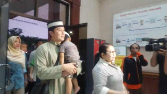 Mandala Shoji saat menyerahkan diri ke Kejari Jakarta Pusat. (Zunita/detikcom)