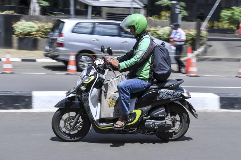 Pakai GPS saat naik motor. Foto: Antara Foto/Hafidz Mubarak A