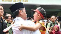 Foto: Pelukan Rafi Ahmad untuk Jokowi