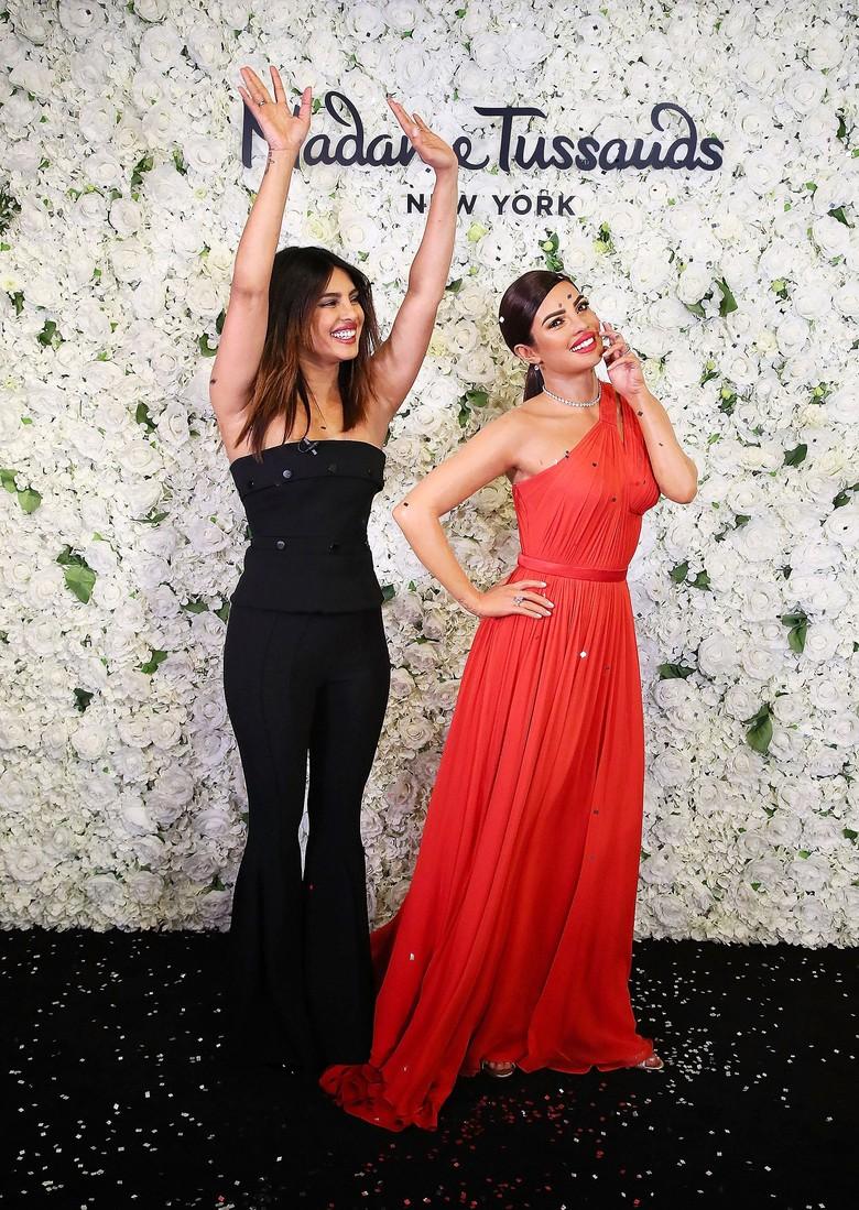 Cantik Banget.. Patung Lilin Priyanka Chopra Diresmikan di Madame Tussauds New York