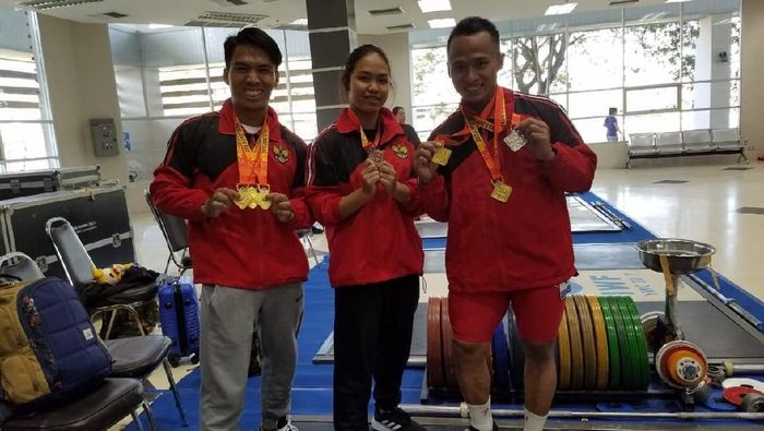 Deni dan Triyatno meraih medali emas di Kejuaraan Angkat Besi di Thailand. Foto: ist.