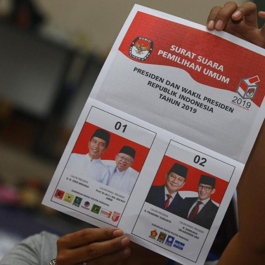 Saat Putih Diperebutkan Jokowi dan Prabowo