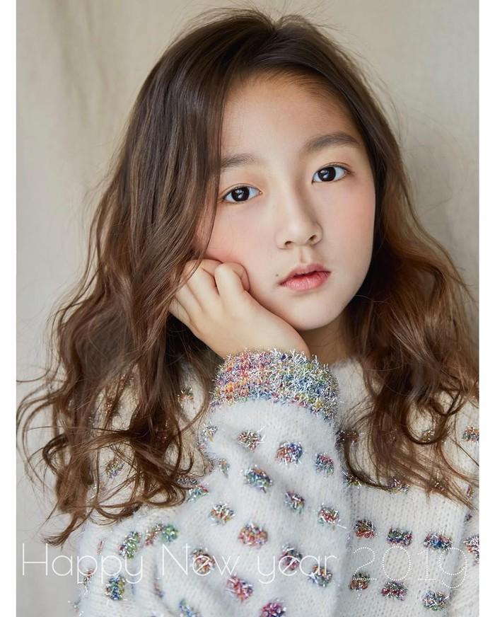 Berasal dari Korea Selatan, Kim Ha-eun adalah model cilik sukses di sana. Bocah 9 tahun ini memiliki paras manis yang nggak ngebosenin. Foto: Instagram haeun_0425