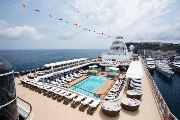 Messi dapat naik kapal pesiar Seven Seas Explorer dan tidur di kamar termahalnya, Regent Suite dengan harga 123 ribu Euro atau setara Rp 1,9 M. Kapalnya bakal berlayar dari AS ke Karibia (Regent Seven Seas Cruises/Facebook)