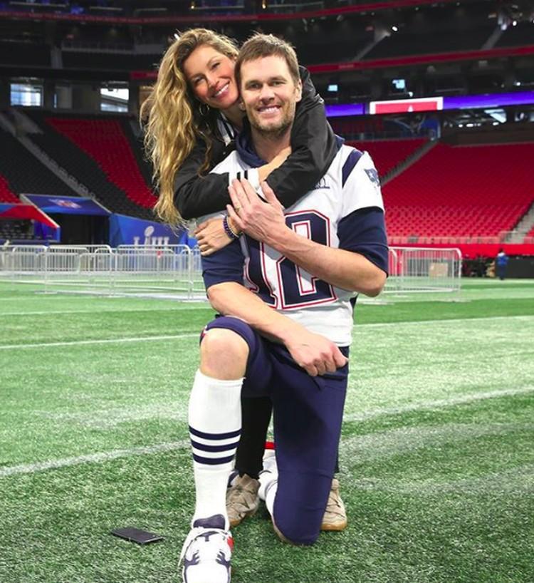Kemesraan keduanya makin terlihat di ajang Superbowl, final NFL (olahraga rugby). Gisele datang bersama anak-anak mendukung Tom yang menjadi atlet di klub. (Foto: Instagram @gisele)
