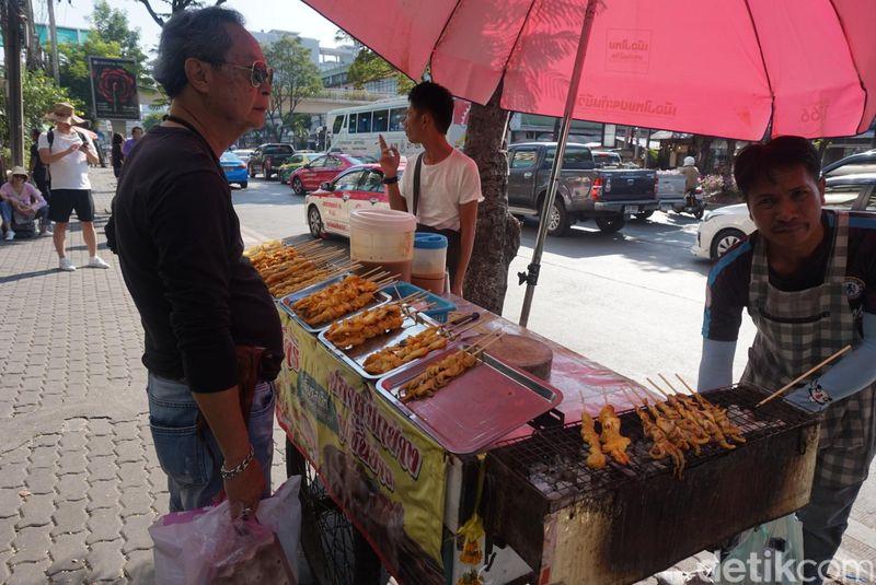 Inilah Chatuchak Weekend Market, pasar akhir pekan yang menjual aneka barang serba ada di Bangkok, Thailand (Shinta/detikTravel)
