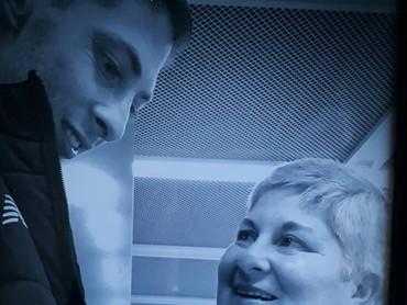 Pandangan penuh kasih sayang Marcedes pada Sala. Mengharukan, ya Bun. Bikin haru ya, mengenang kedekatan Sala bersama ibunya. (Foto: Instagram @emilianosala9)