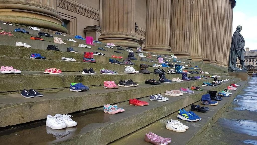 Viral Potret Ratusan Sepatu Tak Bertuan Gambarkan Kasus Bunuh Diri Anak