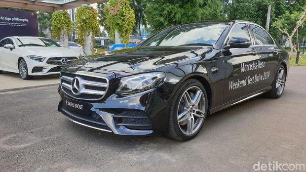 Test drive Mercedes-Benz E 350 EQ Boost di Kawasan Senayan, Jakarta, Kamis (7/2/2019).