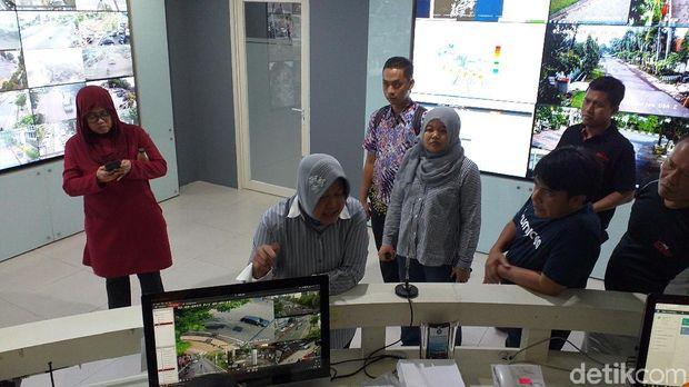Risma Pamer Teknologi Surabaya ke Sejumlah Pemimpin Media