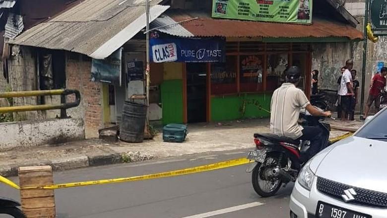 Tim Penjinak Bom Cek Koper Mencurigakan di Warteg Barokah Jatinegara