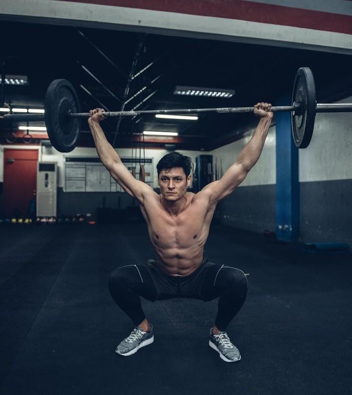 Crossfit juga jadi andalannya untuk menjaga tubuhnya agar tetap berotot dan kuat. (Foto: Instagram/hideo_official, ditampilkan atas izin yang bersangkutan)
