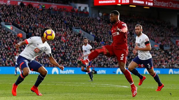 Geroginio Wijnaldum mencetak gol kedua Liverpool ke gawang Borunemouth.
