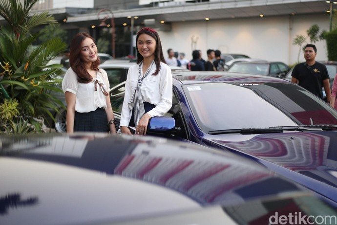 Senyum Manis Wanita Cantik di Auto Tune Contest & Charity