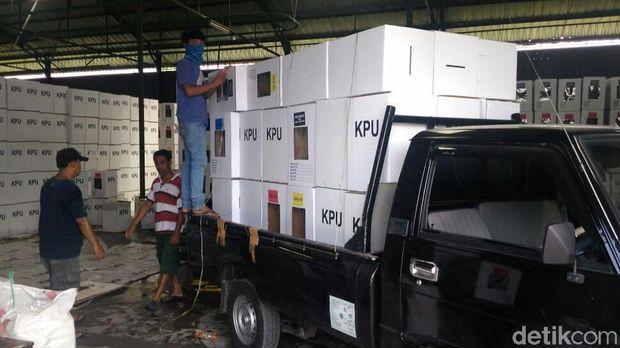 Gudang KPU Cirebon Bocor, Sejumlah Kotak Suara Rusak