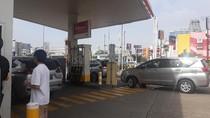 Turun Harga, SPBU Shell Diserbu Warga