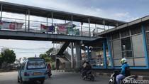 Truk Nyangkut di JPO Kramat Jati Dievakuasi, Lalin Lancar