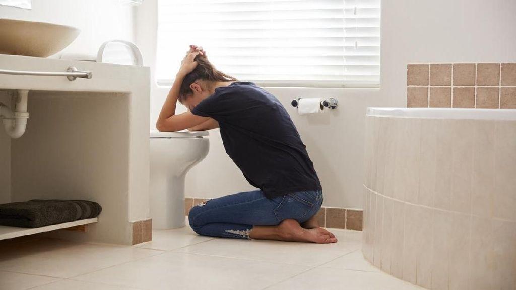 Ngeri! Wanita Ini Tidak Sengaja Telan Tabung Pipa untuk Diet