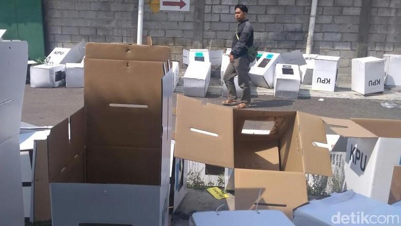 KPU akan Ganti Kotak Suara yang Rusak di Gudang Cirebon