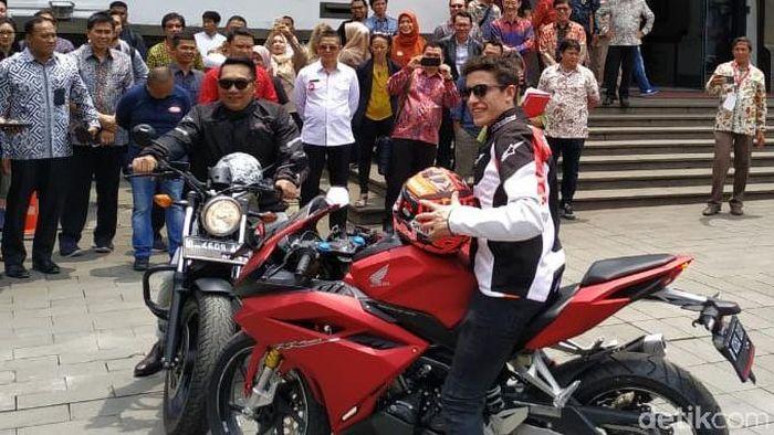 Marc Marquez bersama Gubernur Jawa Barat, Ridwan Kamil. (Foto: Mukhlis Dinillah)