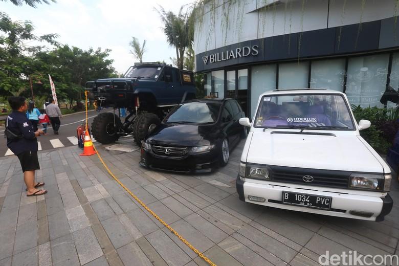 Modifikasi mobil di Tangerang. Foto: Ari Saputra