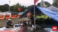 Puluhan Korban PHK Freeport Menginap di Seberang Istana