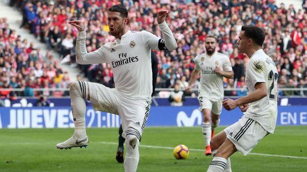 Sergio Ramos mencetak gol melalui eksekusi penalti. (