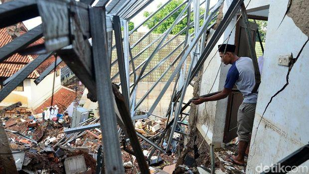 12 Rumah Rusak dan 3 Tewas Akibat Tanggul Jebol di Pasirjati