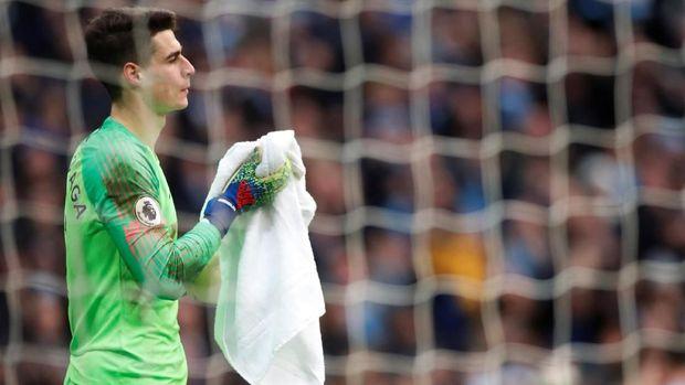 Gawang Kepa Arrizabalaga kebobolan empat kali di babak pertama.