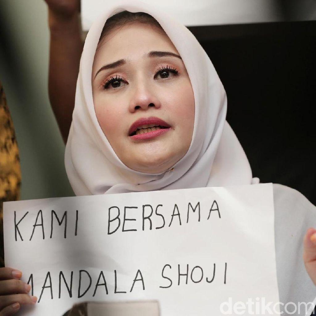 Istri Curhat Mandala Shoji Tidur di Penjara: Siram Kecoa Datang Kelabang