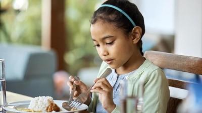 Bunda, Manfaatkan Obrolan Meja Makan untuk Bentuk Karakter Anak