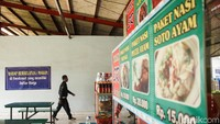 Namun di rest area KM102, para pedagang diwajibkan untuk memasang daftar harga agar para pembeli tak khawatir.