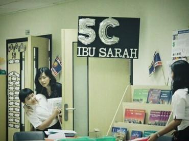 Datang ke sekolah untuk melihatDaud si bungsu melakukan tugas presentasi. (Foto: Instagram @veronicatan_official)