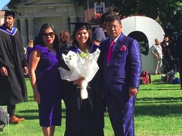 Throwback ketika Felicia lulus kuliah. Pakai baju warna senada dengan baju toga. Felicia merampungkan kuliahnya di Harvard Law School (Foto: Instagram @hotmanparisofficial)