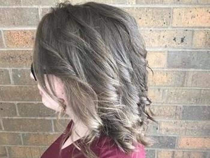 Perubahan rambut remaja yang tak sisiran berbulan-bulan setelah dibantu hairstylist menyisir rambutnya selama 13 jam. Foto: Dok. Facebook