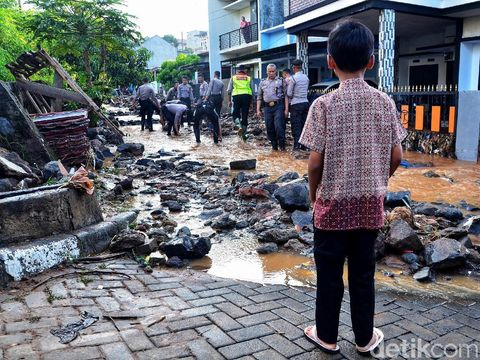 Ridwan Kamil Minta Tanggap Darurat di Tanggul Jebol Pasirjati