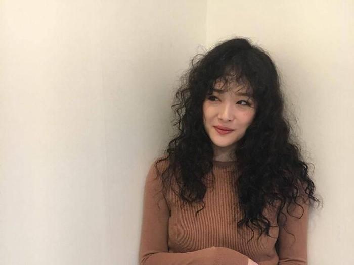 Wanita asal China berniat mengikuti gaya artis Korea Sulli. Foto: Instagram