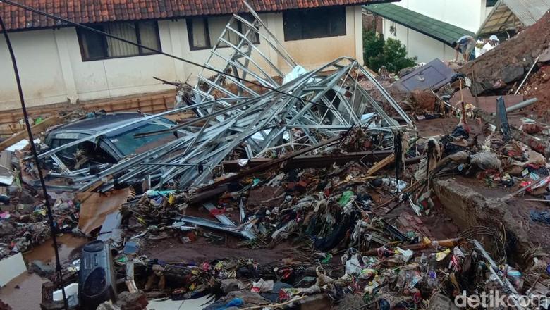 Rumah Korban Tanggul Jebol di Pasirjati Rata Dengan Tanah