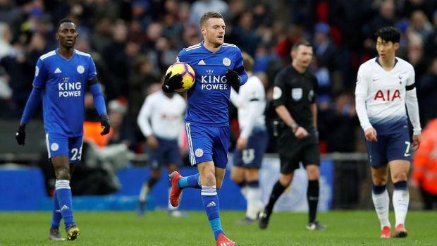 Leicester hanya bisa membalas lewat gol Jamie Vardy.
