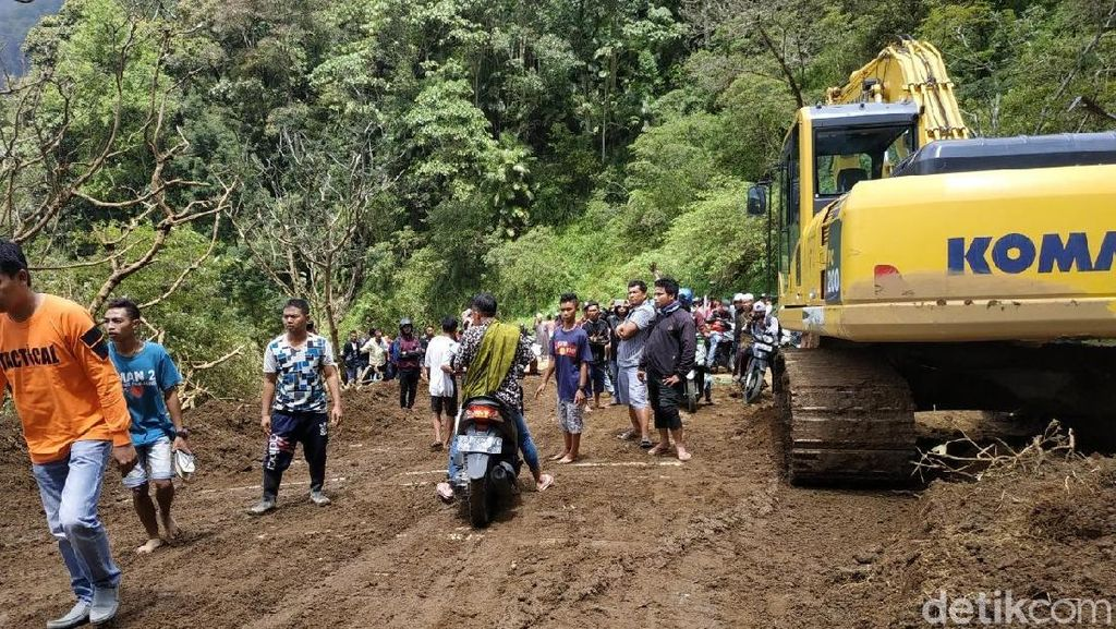 Longsor di Kaki Gunung Rinjani, Jalan Antar-kecamatan Lumpuh 5 Jam Lebih