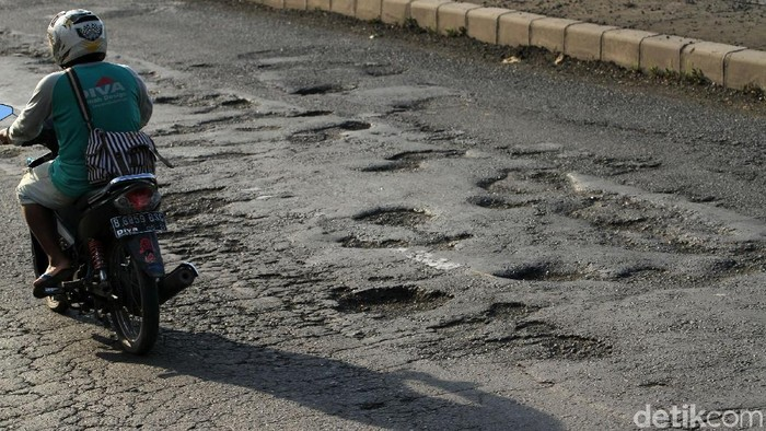 Jalan rusak berlubang disebut kemungkinan selamatkan nyawa pasien penyakit jantung. (Foto ilustrasi: Rifkianto Nugroho)
