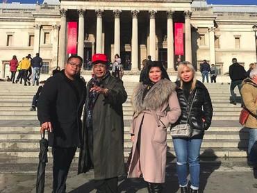 Di sela-sela kesibukannya, Hotman Paris selalu menyempatkan waktu untuk liburan bersama keluarga. (Foto: Instagram @hotmanparisofficial)