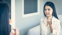 8 Cara Mengatasi Kulit Wajah Kering Saat Puasa