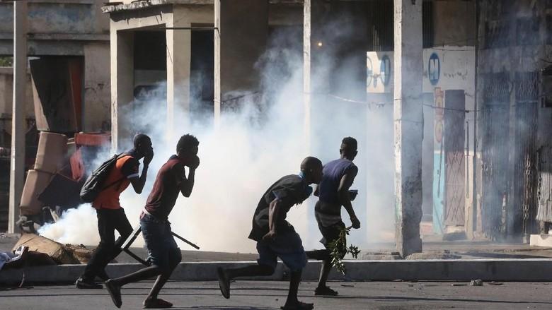 Rusuh! Massa Demo Lempari Kediaman Presiden Haiti dengan Batu
