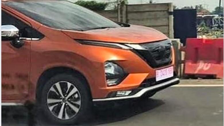 Tampilan depan mobil yang disebut sebagai Nissan Livina kembaran Xpander Foto: Internet/Istimewa